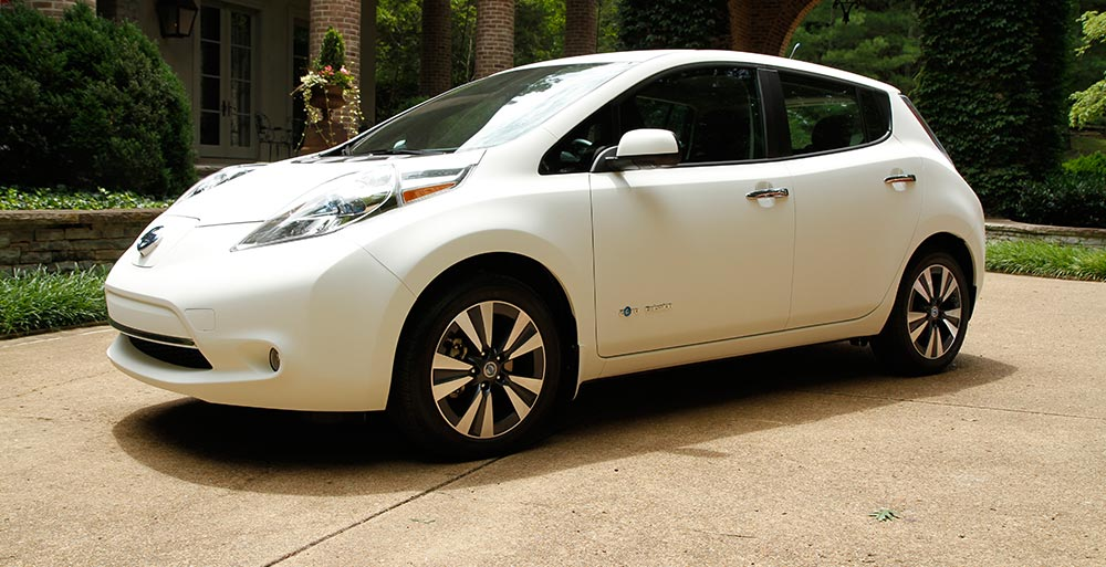 Nissan LEAF es el Auto Más Limpio del Mundo Por Dentro y Por Fuera makinas