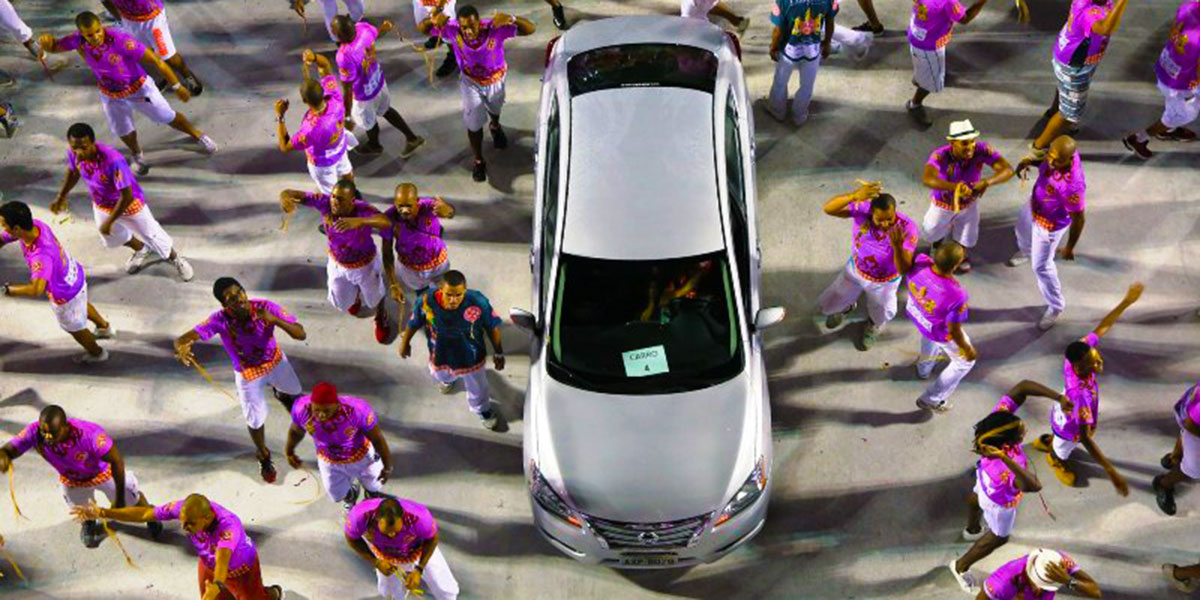 El Nissan Sentra… en el 'Sentro' del Carnaval de Rio - MAKINAS