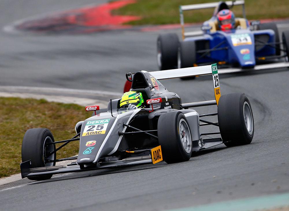 2. El Hijo de Schumacher da Primeros F4 Volando en un Abarth - MAKINAS