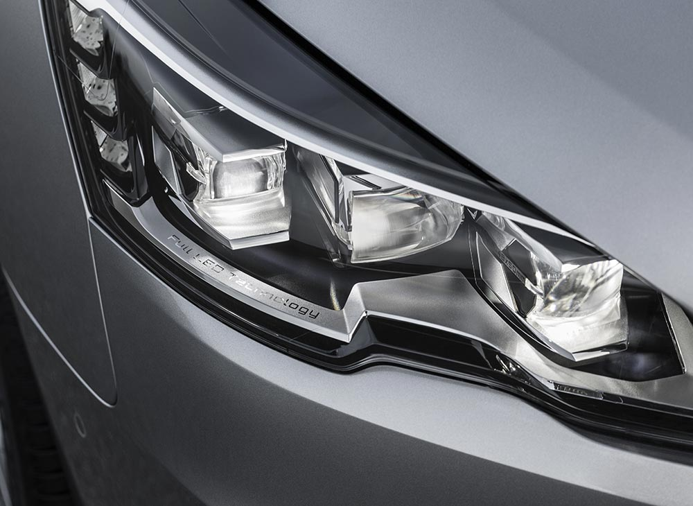 5. Peugeot 508 Ejecutivo Frances Pleno de Autoridad - MAKINAS