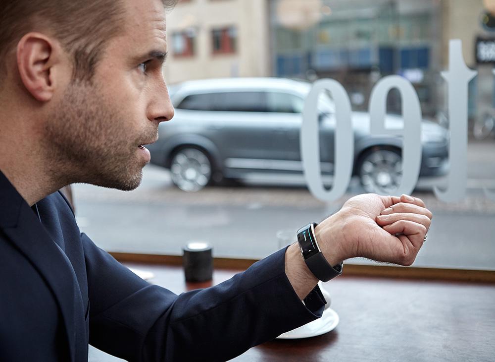 2. Volvo Esta Esculpiendo el Futuro con El Martillo de Thor - MAKINAS